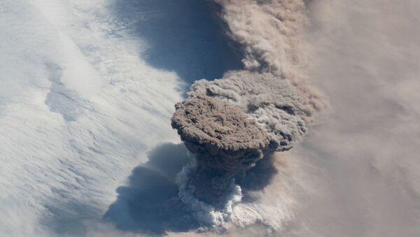 Imagen de la erupción del volcán Raikoke  - Sputnik Mundo