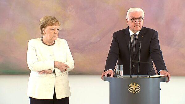 La canciller alemana, Angela Merkel, vuelve a temblar - Sputnik Mundo