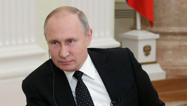 El presidente de Rusia, Vladímir Putin, en una entrevista en el Financial Times - Sputnik Mundo