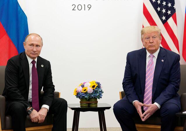 El presidente de Rusia, Vladímir Putin junto a su homólogo de EEUU, Donald Trump en el G20