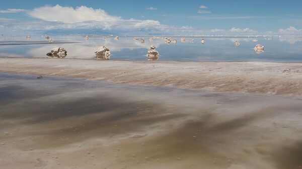 El salar de Uyuni en Bolivia, gran reserva de litio - Sputnik Mundo