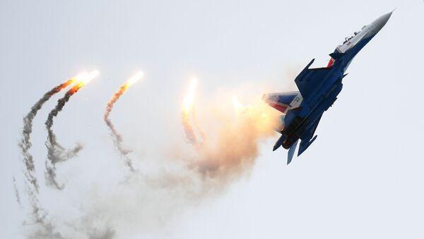 Самолет Су-30СМ пилотажной группы Русские витязи на Международном военно-техническом форуме Армия-2019 - Sputnik Mundo