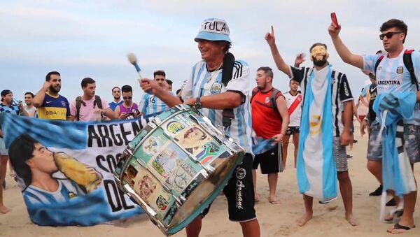Los hinchas argentinos se preparan para el enfrentamiento contra la selección de Venezuela - Sputnik Mundo