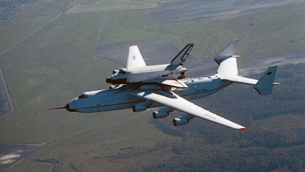 El Antónov An-225 Mriya y la nave espacial Burán - Sputnik Mundo