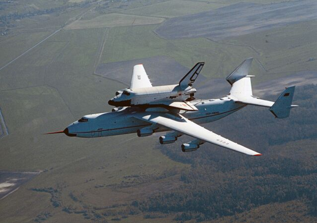El Antónov An-225 Mriya y la nave espacial Burán (archivo)
