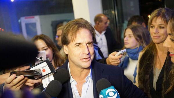 El candidato del Partido Nacional Luis Lacalle Pou luego de ganar las elecciones internas de su partido en Uruguay - Sputnik Mundo