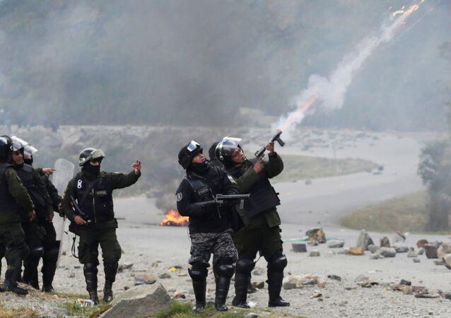 La policía boliviana durante las protestas de cocaleros