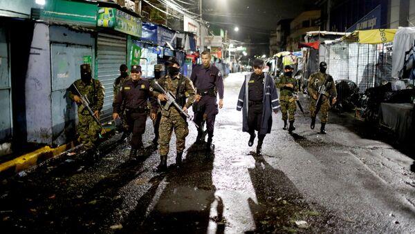 Los soldados y policías de El Salvador - Sputnik Mundo