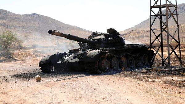 Un tanque del Ejército de Haftar en la ciudad de Garian, Libia - Sputnik Mundo