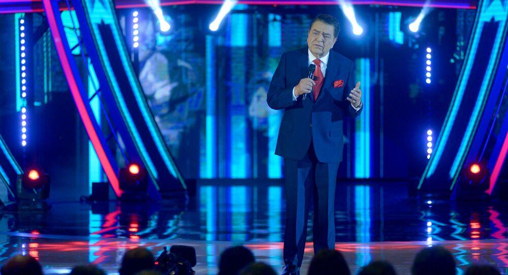 Mario Kreutzberger, más conocido como Don Francisco, presentando la Teletón 2018