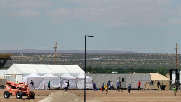 Centro de detención de inmigrantes ilegales en el estado de Texas, EEUU - Sputnik Mundo