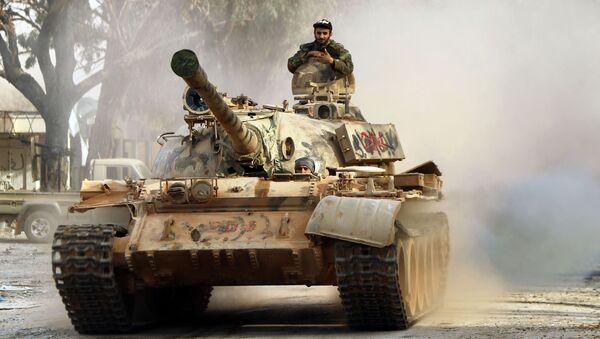 Tanque T-55 del Ejército Nacional de Libia  - Sputnik Mundo