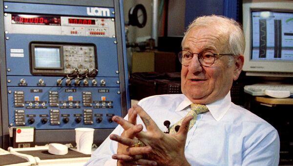 Lee Iacocca, creador del legendario Ford Mustang y expresidente de la empresa automovilística Chrysler  - Sputnik Mundo