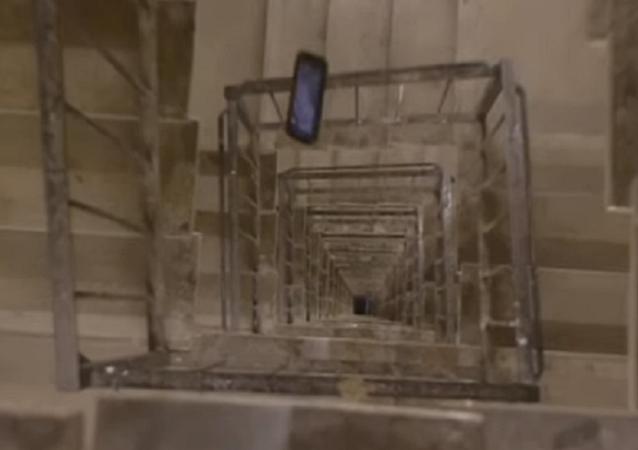 ¿Podría un iPhone XS sobrevivir a una caída desde una planta 30?