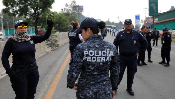 Integrantes de la Policía Federal protestan en México - Sputnik Mundo