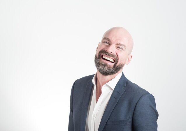Un hombre calvo y feliz, referencial