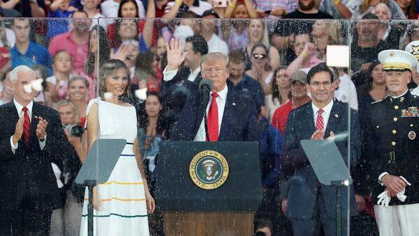 Trump durante el discurso del Día de Independencia de EEUU - Sputnik Mundo