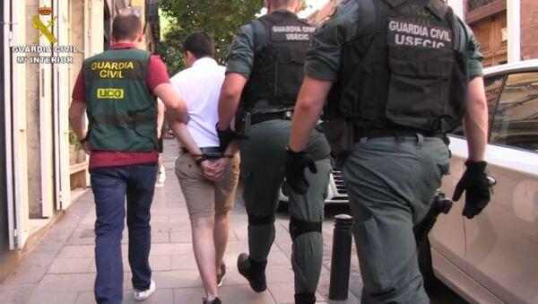 La Guardia Civil detiene al mayor ciberestafador de la historia de España - Sputnik Mundo