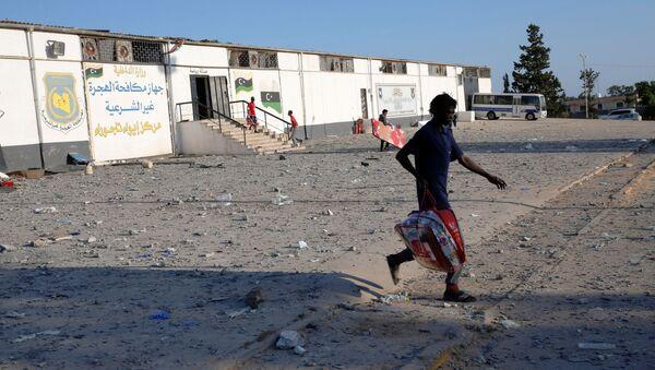 Consecuencias del ataque a un centro de detención de migrantes en Libia - Sputnik Mundo