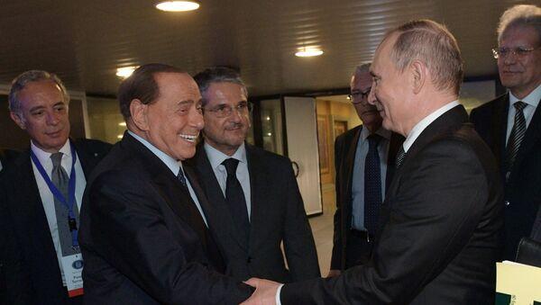 El ex primer ministro de Italia y presidente del partido Forza Italia, Silvio Berlusconi, y el presidente de Rusia, Vladímir Putin - Sputnik Mundo