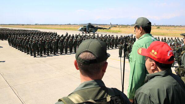 Nicolás Maduro, presidente de Venezuela y los militares venezolanos - Sputnik Mundo