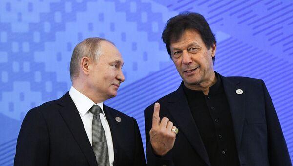 El presidente de Rusia, Vladímir Putin junto al primer ministro de Pakistán, Imran Khan - Sputnik Mundo