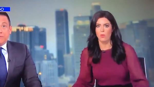 Vídeo: la aterrada reacción de dos presentadores de TV al terremoto de California  - Sputnik Mundo