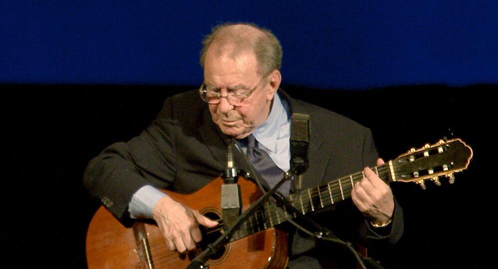 Joäo Gilberto, cantor y compositor brasileño