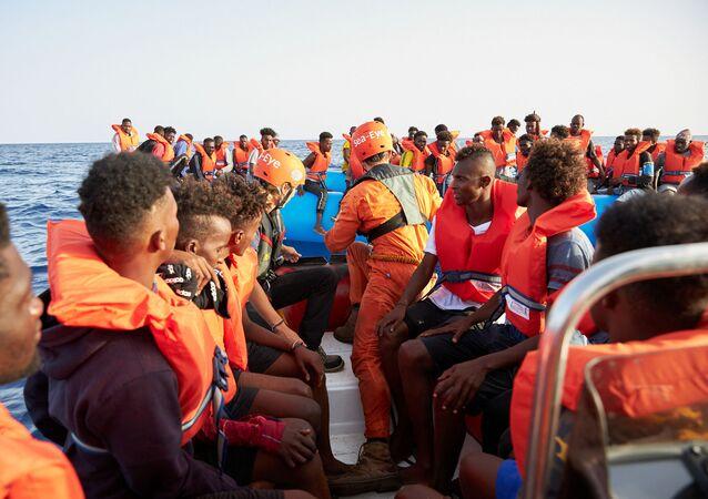 El barco de la ONG alemana Sea-Eye migrantes a bordo