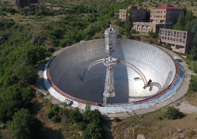 El gigantesco radiotelescopio abandonado en las montañas de Armenia