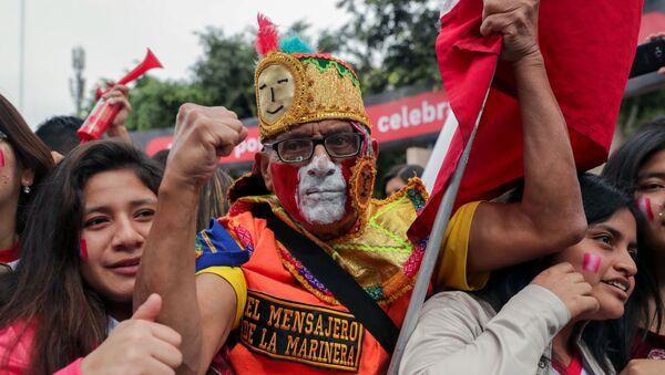 Hinchas en Perú - Sputnik Mundo
