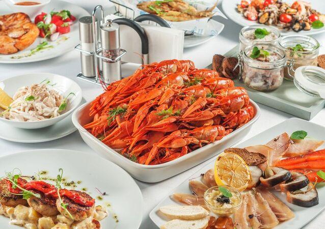 Un plato del menú del restaurante Poplavok