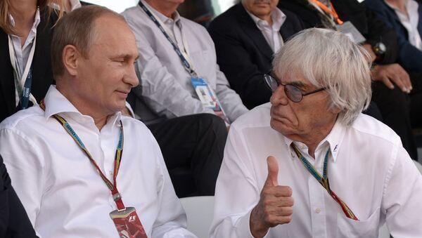 El presidente ruso, Vladímir Putin, y el expresidente de Fórmula 1, Bernie Ecclestone, durante el Grand Prix de Sochi en 2014. - Sputnik Mundo