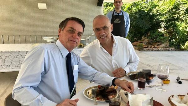 El presidente de Brasil, Jair Bolsonaro, y Yossi Shelley, el embajador de Israel en el país suramericano - Sputnik Mundo