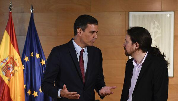 El presidente del Gobierno de España en funciones, Pedro Sánchez, y el líder de la coalición izquierdista Unidas Podemos, Pablo Iglesias - Sputnik Mundo