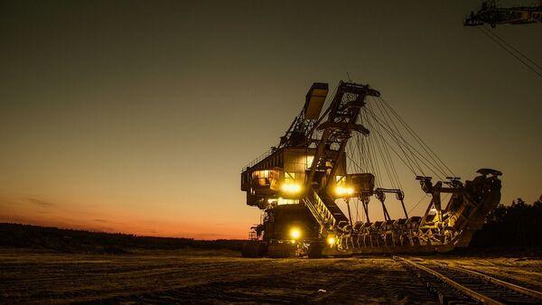 Una excavadora de minería (imagen referencial) - Sputnik Mundo