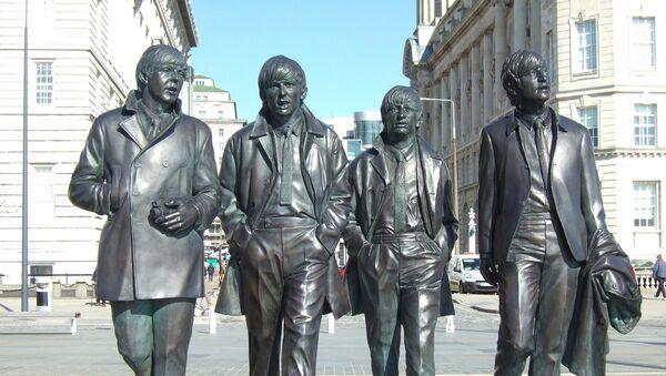 Estatua de Los Beatles en Liverpool, Reino Unido - Sputnik Mundo