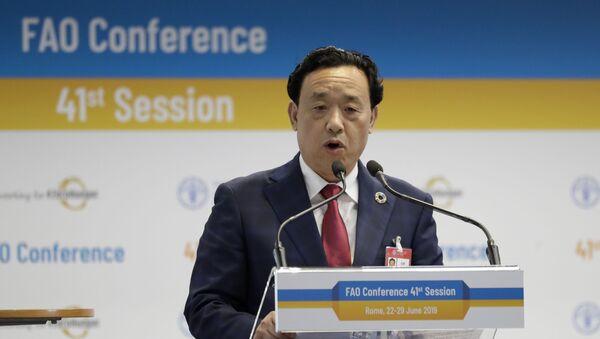 El chino Qu Dongyu dando un discurso en la conferencia en la que fue elegido presidente de la FAO - Sputnik Mundo