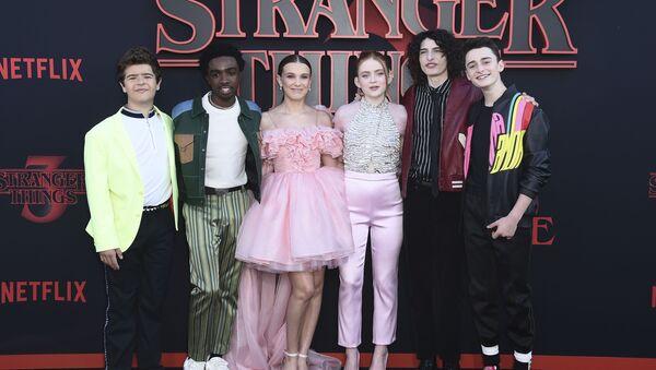 Los protagonistas de 'Stranger Things' - Sputnik Mundo