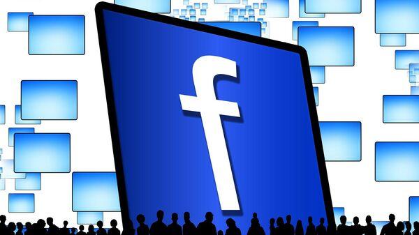 Un logo de Facebook y siluetas de personas - Sputnik Mundo