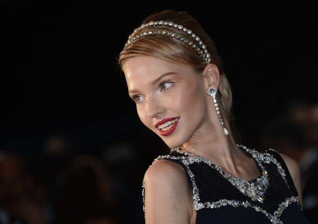 La actriz y modelo rusa Sasha Luss en el estreno de la película 'Anna' de Luc Besson