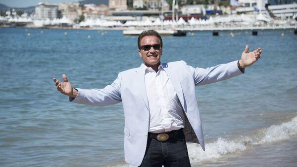 Arnold Schwarzenegger, actor y político estadounidense - Sputnik Mundo