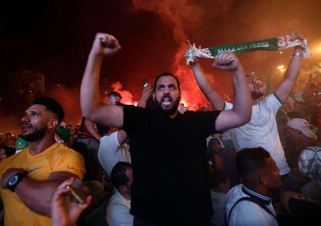 Los hinchas durante la celebración de la victoria de Argelia en la semifinal de la Copa África 2019