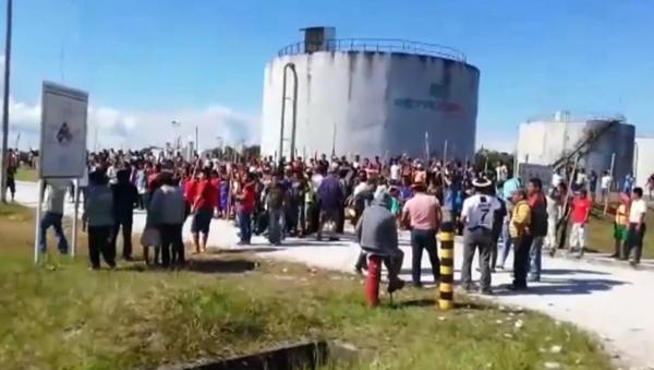 Manifestantes indígenas ocupan un depósito de petróleo en Perú - Sputnik Mundo