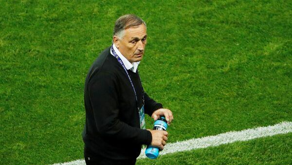Carlos Borrello, técnico de la selección femenina de fútbol de Argentina - Sputnik Mundo