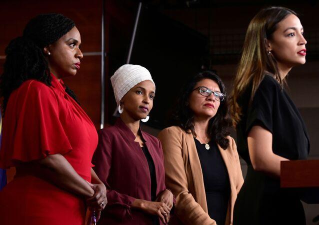 Las legisladoras de EEUU Ayanna Pressley, Ilhan Omar, Rashida Tlaib y Alexandria Ocasio-Cortez