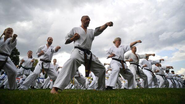 Una lección en pleno festival de artes marciales japonesas Budo. - Sputnik Mundo