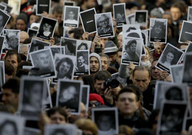 Las fotos de las víctimas del atentado a la AMIA en Argentna (archivo)