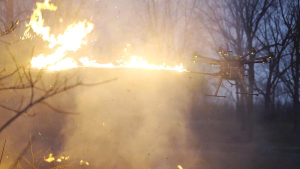 El dron lanzallamas TF-19 de Throwflame - Sputnik Mundo