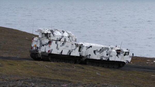 Rusia prueba sus sistemas de misiles Tor-M2DT en el Ártico - Sputnik Mundo
